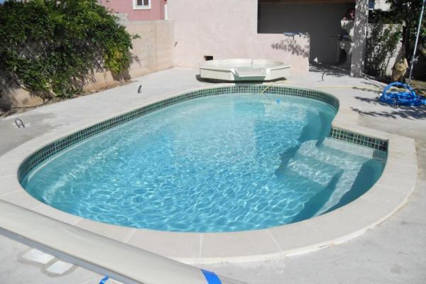 Piscine coque polyester azura 1 picardie piscine for Piscine spa integre
