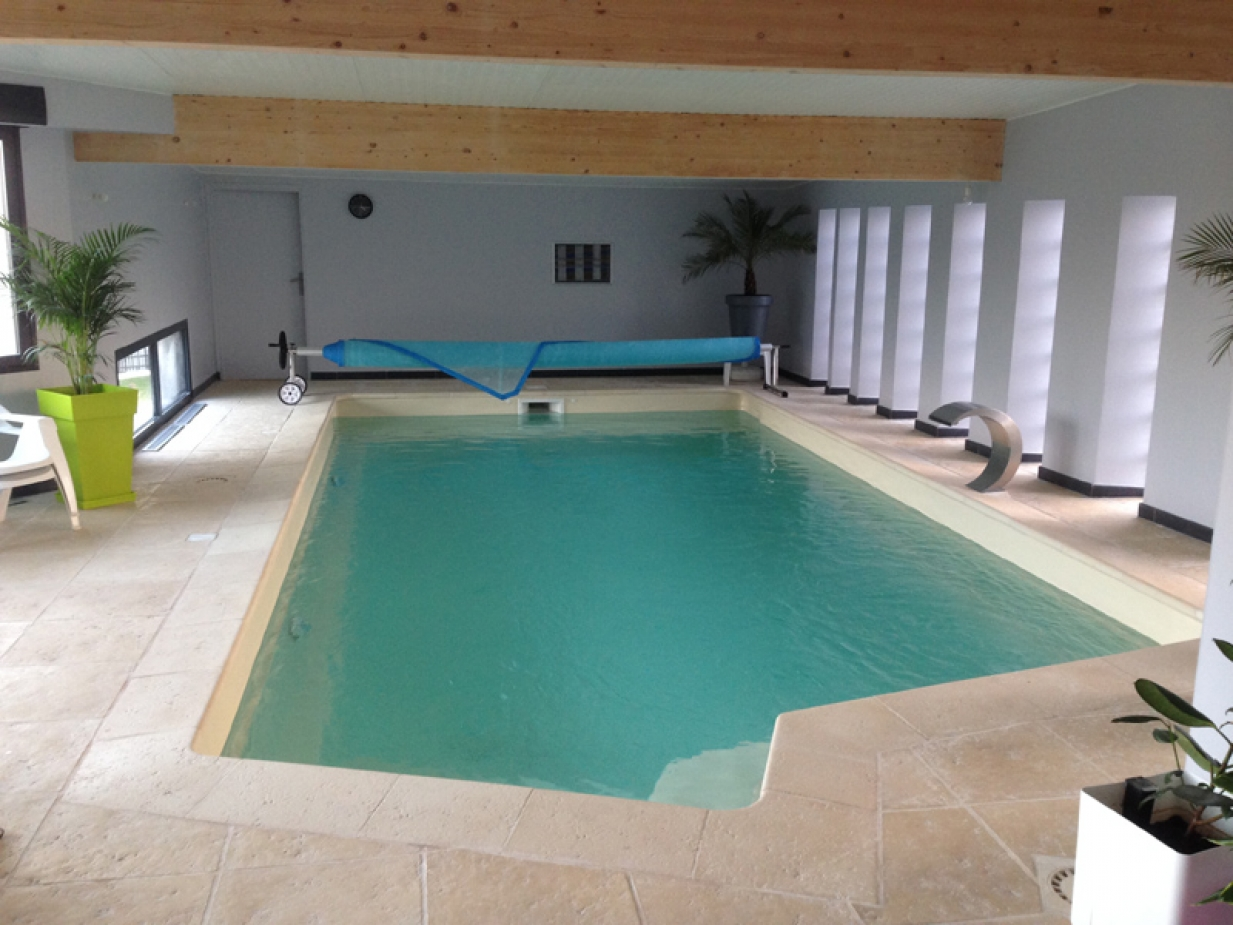 Installation et vente de piscine de spas et de saunas for Piscine monocoque