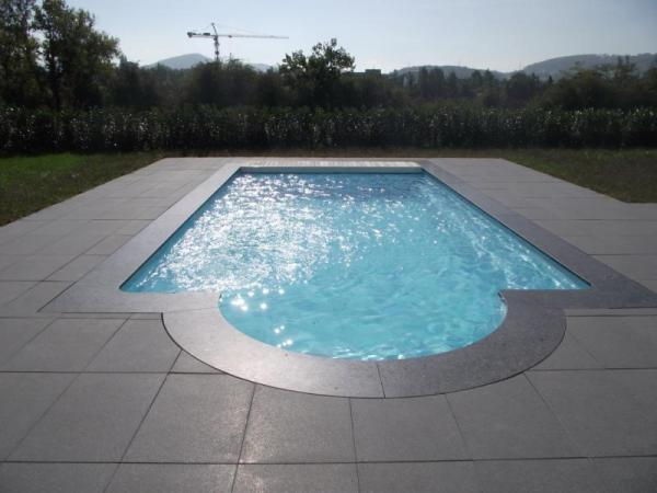 Piscine coque cara ba volet s curit picardie piscine for Piscine coque volet integre