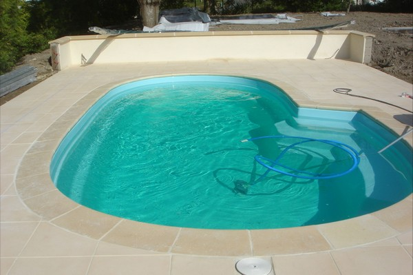 Piscine coque polyester california 2 picardie piscine for Piscine california 1