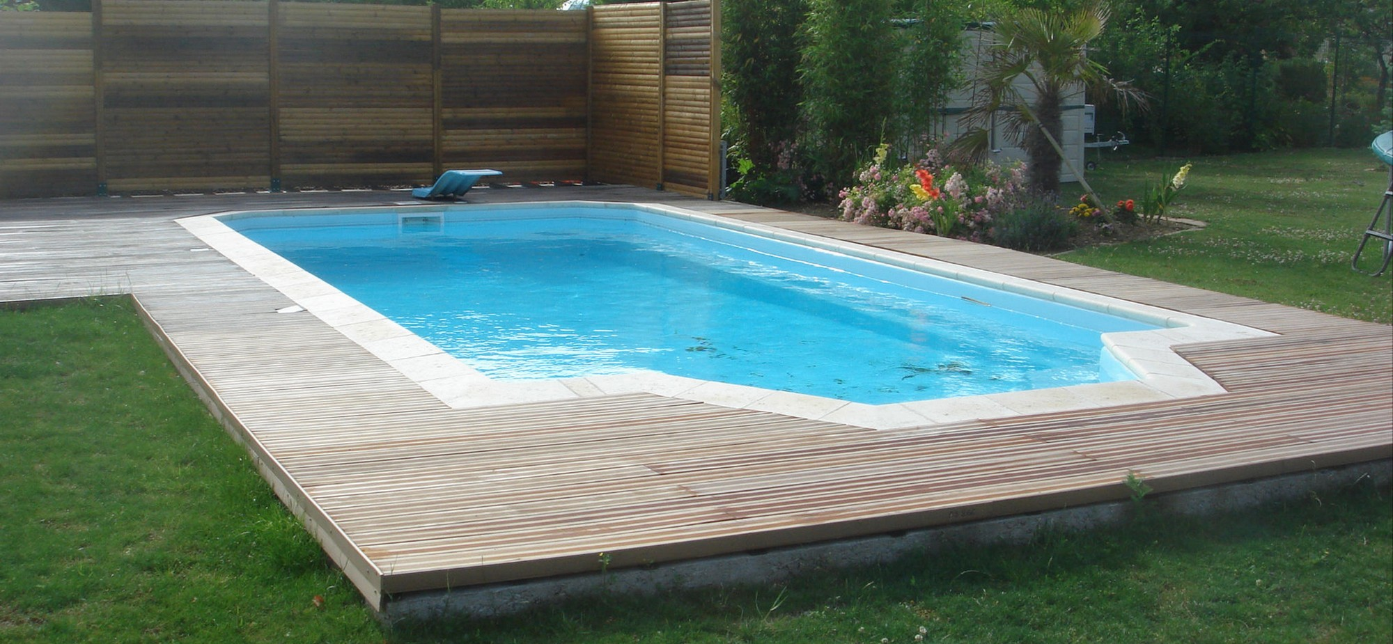 Piscine coque piscine coque picardie piscine for Piscine coque debordement